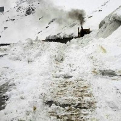 جاده چالوس به دلیل ریزش بهمن مسدود شد