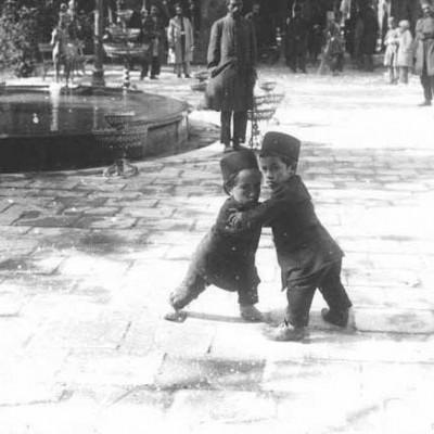 کشتی آدمهای کوتوله در زمان قاجار