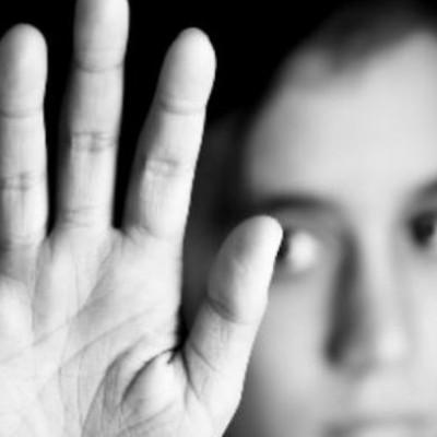 تهمت بی حیایی به دختر همسایه / پسر 17 ساله در خانه آن ها چه کرد؟