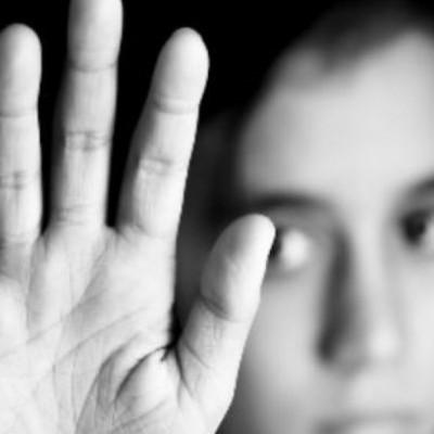 تجاوز به آذر 13 ساله هنگام عزاداری برای پدر و مادرش