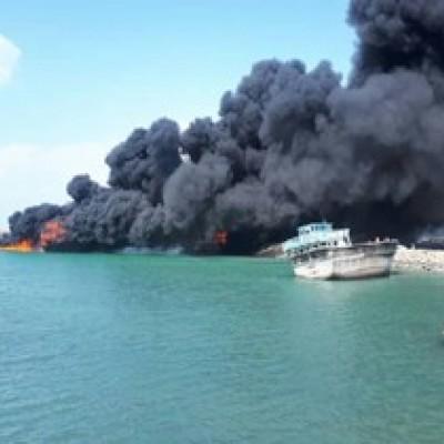 آتش گرفتن ۴ لنج باری و ماهیگیری در بندرجاسک +فیلم