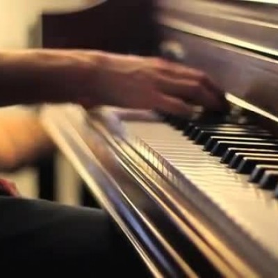 دیدن نواختن پیانو در خواب چه تعبیری دارد؟ /  تعبیر خواب پیانو