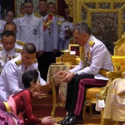 (عکس) ازدواج دوم پادشاه تایلند در حضور همسر اولش!