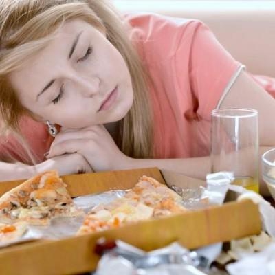 چرا بعد از خوردن ناهار خوابمان می آید؟