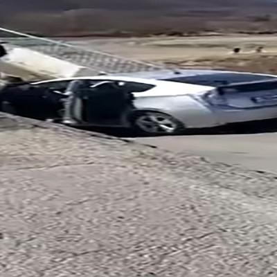 (فیلم) فرو ریختن ناگهانی پل حین عبور خودرو