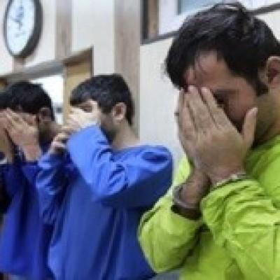 آزار و اذیت زن جوان توسط ۴ مرد پلید در باغ جهنمی