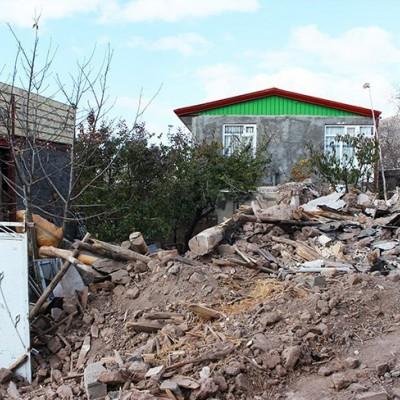 (عکس) زندگی دشوار زلزلهزدگان ورنکش در برف و سرما