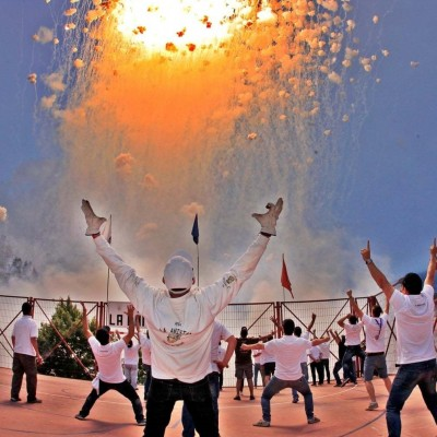 آتش بازی در یک فستیوال سنتی در اسپانیا، مجسمه آزادی در نیویورک و ...