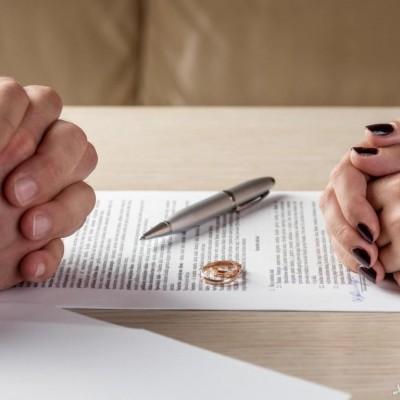 درخواست طلاق به خاطر وابسته بودن شوهر