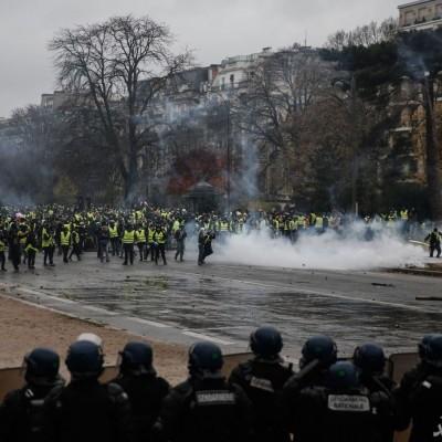 جلیقهزردها پاریس را کاملا به آشوب کشیدهاند