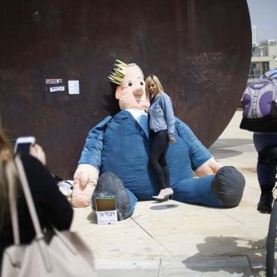 عروسک به شکل و شمایل نتانیاهو،عکس هوایی از یک منطقه مملو از گل و زنان موتورسوار در هند و...