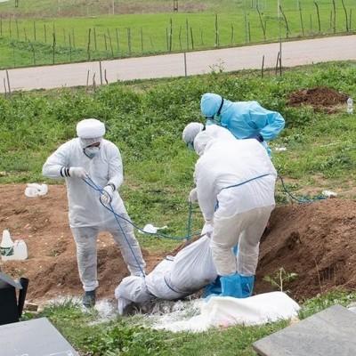 (تصاویر) دفن اموات کرونایی توسط طلاب
