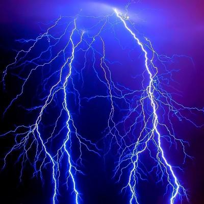 دیدن الکتریسیته ( رعد وبرق) در خواب چه تعبیری دارد؟ / تعبیر خواب الکتریسیته