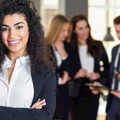 خصوصیاتی که زنان را در رهبری، موفقتر از مردان میکند