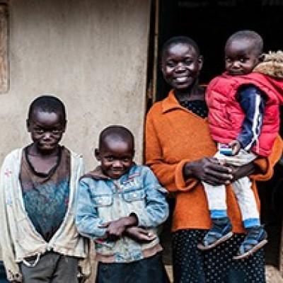 (فیلم) وقتی زوج کنیایی نام فرزند خود را علی خامنهای میگذارند