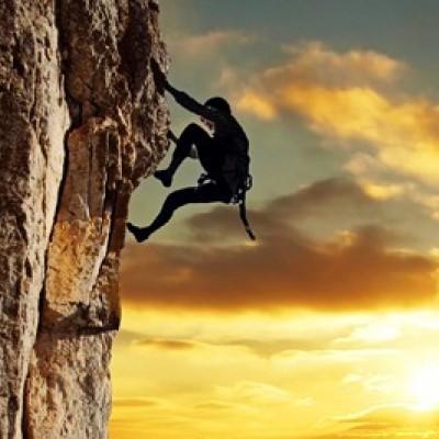 دیدن بالا رفتن از کوه در خواب چه تعبیری دارد؟ / تعبیر خواب بالا رفتن