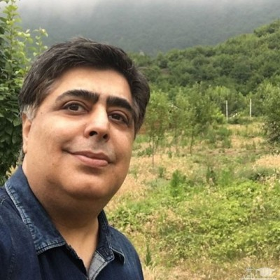رضا شفیعی جم در کنار بدل خواننده قدیمی
