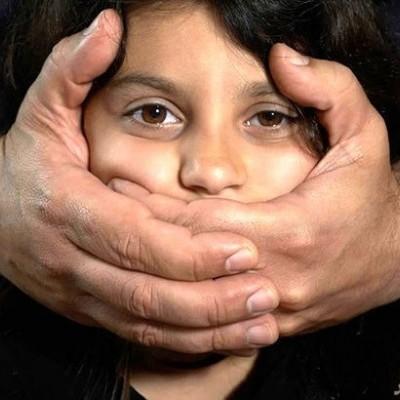بازداشت بی رحم ترین مرد شیطان صفت در تهران / او دختر خود و همسایه را آزار داد