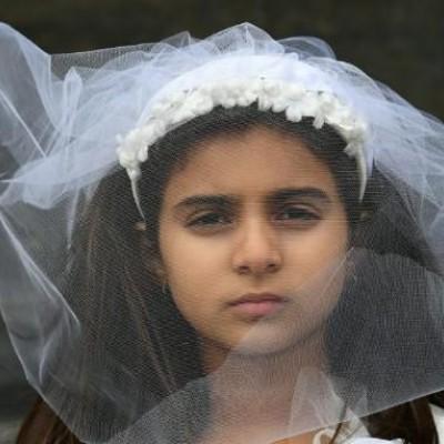 اشک های دختر 13 ساله آبادانی / من برای ازدواج خیلی کوچکم!