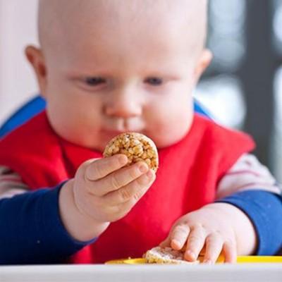 غذاهای ممنوعه و مضر برای کودکان زیر یک سال