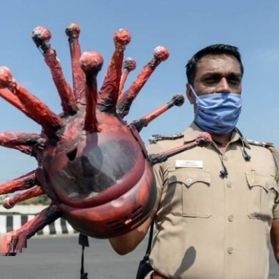 ظاهر عجیب پلیس مبارزه با کرونا در هند