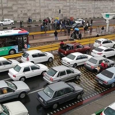 (فیلم) خالی کردن بار سنگ میان معترضین تهرانی به افزایش قیمت بنزین