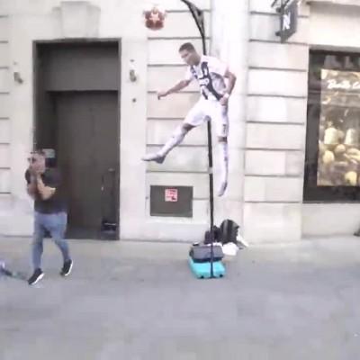 (فیلم) چالش خیابانی با ضربه سر شگفت انگیز رونالدو