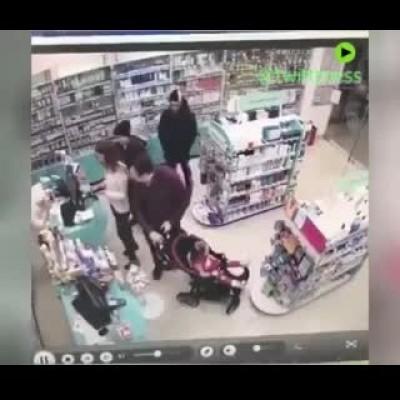 (فیلم) سرقت فامیلی در روسیه با شرکت نوزاد خانواده!