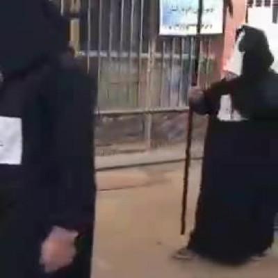ترساندنِ مردم از کرونا با لباس عزرائیل در خرمشهر!