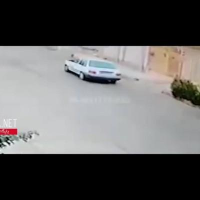 (فیلم) لحظه محاصره یک زن تنها توسط 3 زورگیر وحشی در کوی سعدی اهواز