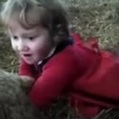 (فیلم) برهای که با کمک مامای سه ساله به دنیا آمد!
