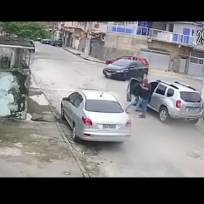 (فیلم) دزد بدشانس از صاحب خودرو کمک خواست