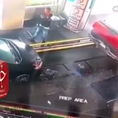(فیلم) مردی که تا یک قدمی له شدن پیش رفت تا از تصادف دو خودرو جلوگیری کند