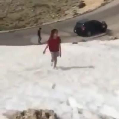 (فیلم) در جاهای برفی حواستان بیشتر به بچهها باشد!
