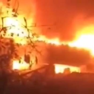 (فیلم) شعلههای مهیب آتش در چهارراه استانبول که آتشنشانان با رشادت مهارش کردند