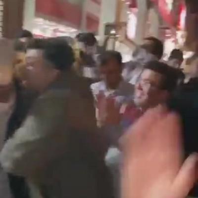 (فیلم) تحریک یک نامزد به حرکات موزون توسط هواداران!